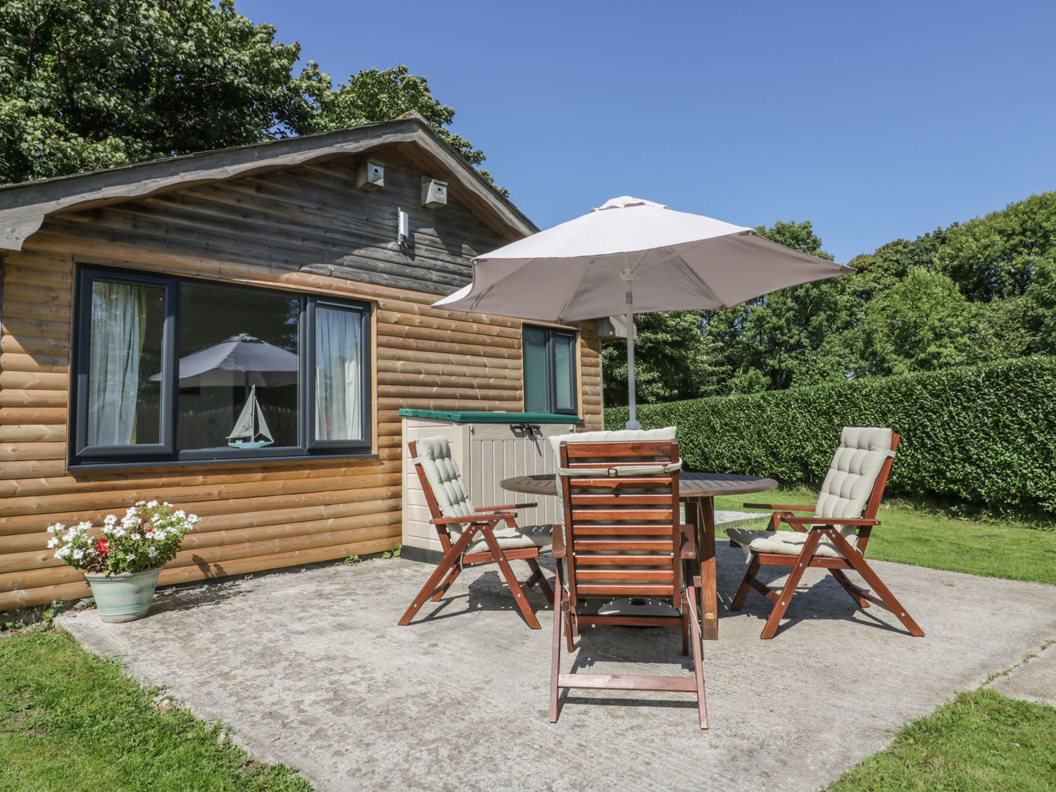 Sunflower Lodge, St Wenn, Cornwall