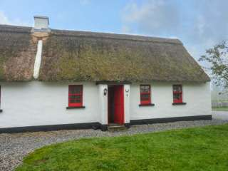 No. 9 Tipperary Thatched Cottages photo 1