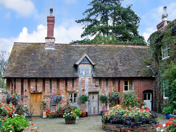 Courtyard Cottage, Meeson nr. Ironbrigde | Sykes Cottages