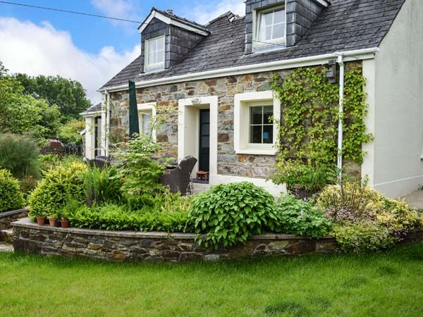 Cottage for 7 at Brynberian