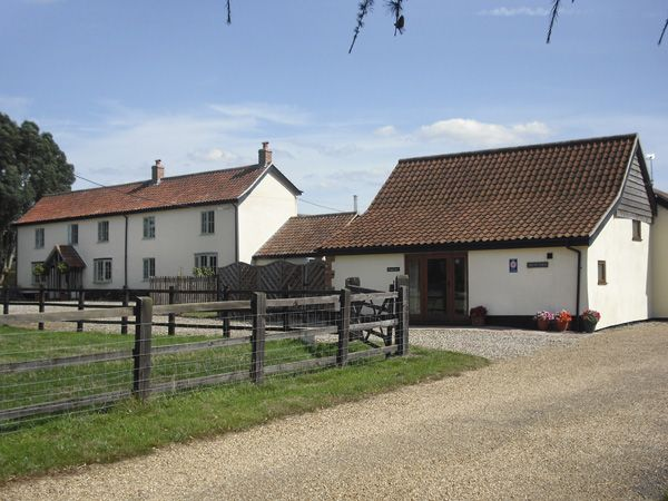 Wagtail Barn Besthorpe Wymondham East Anglia Self Catering Holiday Cottage