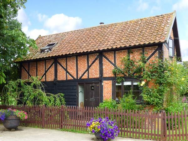 Holiday Cottages in Norfolk: The Granary, Hingham |  sykescottages.co.uk