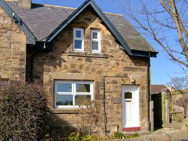 Holiday Cottages Northumberland Coast: Jasmine Cottage, Lesbury nr. Alnmouth | sykescottages.co.uk