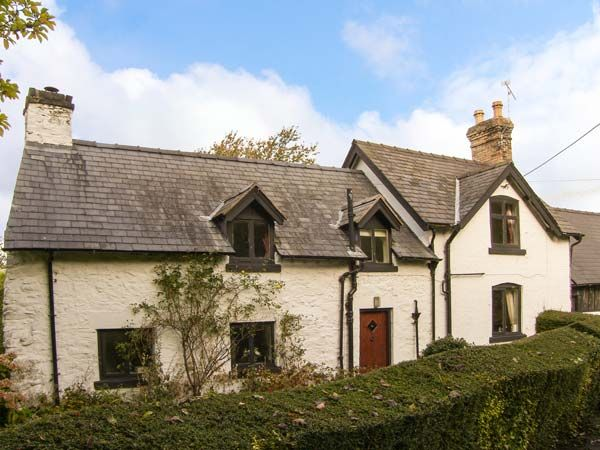 Shropshire Holiday Cottages: Penymaes, Bronygarth | sykescottages.com