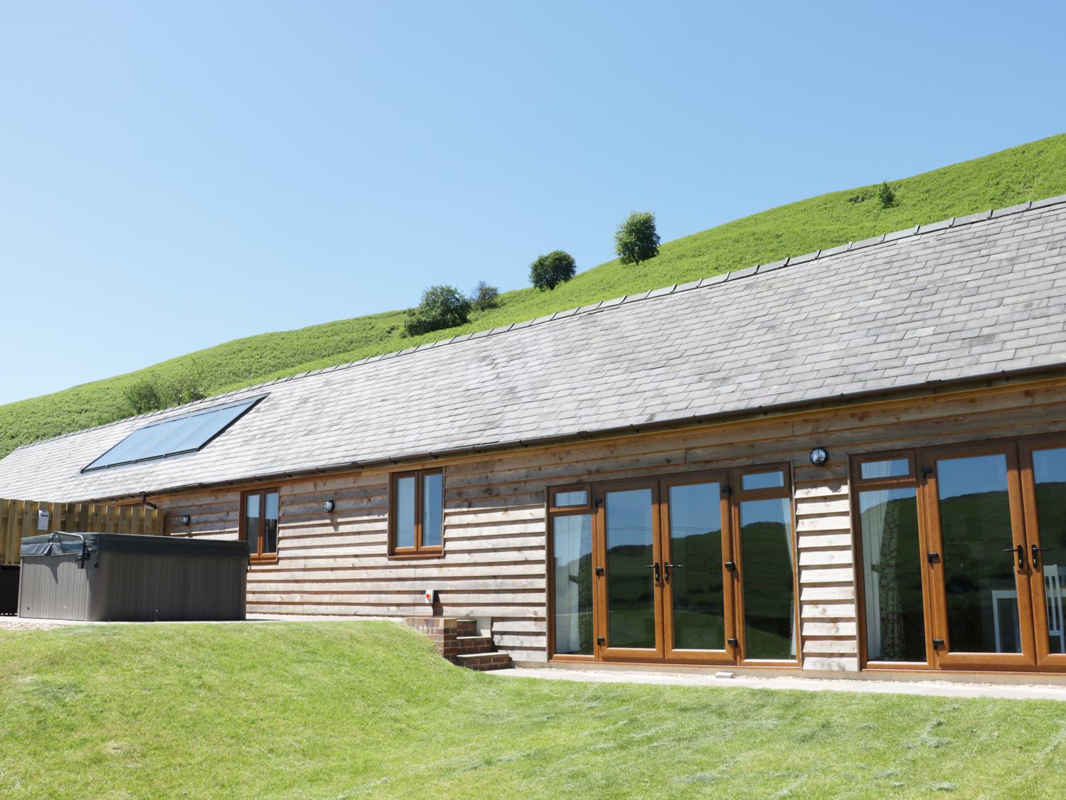 2 Beacon View Barn, Powys