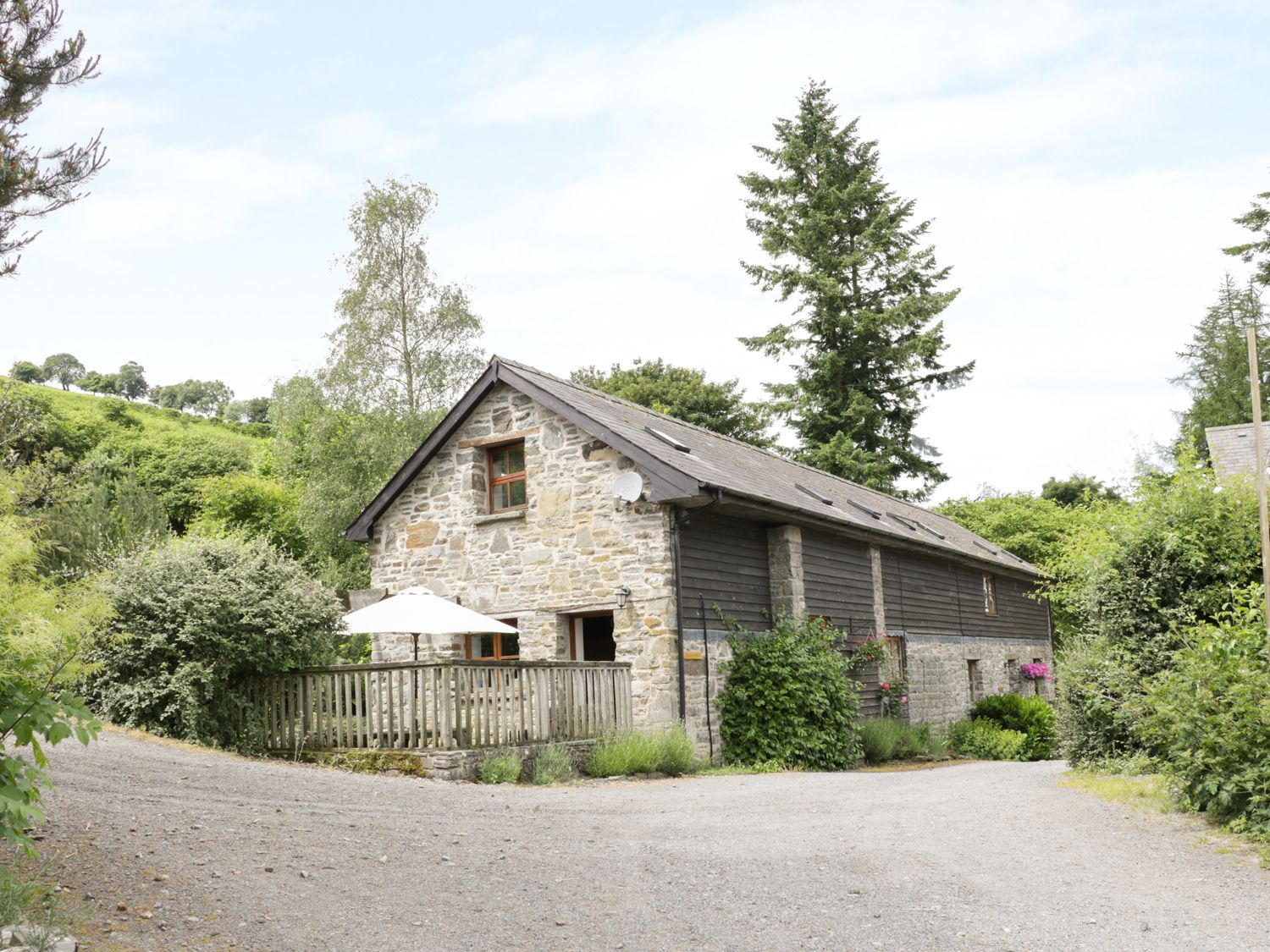 Tractor Shed - Mid Wales - 12175 - photo 1
