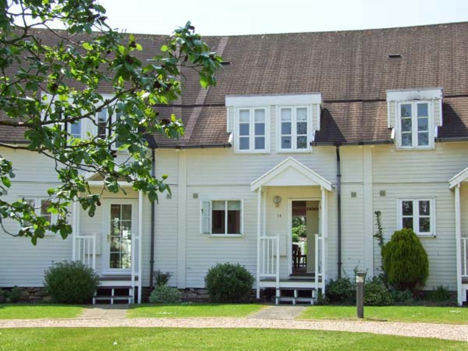 Poppy Lodge | Cotswold Water Park | Cerney Wick | Self Catering ...