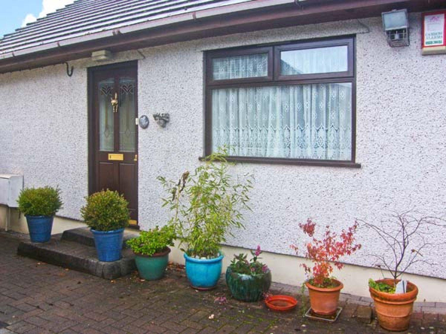 Brookside cottage risca self catering holiday cottage for Brookside cottages