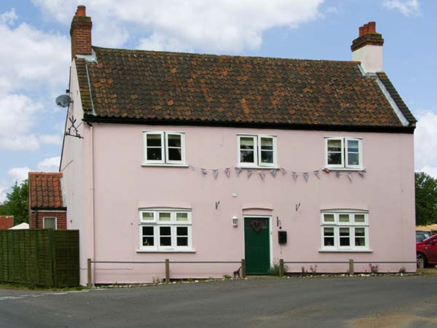 The pink house gresham east anglia self catering for Gresham house