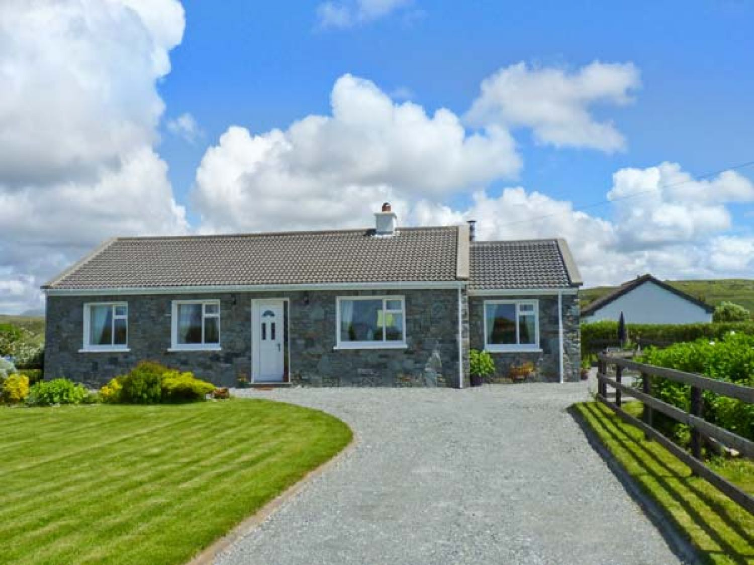 Courhoor Lake Cottage - Shancroagh & County Galway - 25871 - photo 1