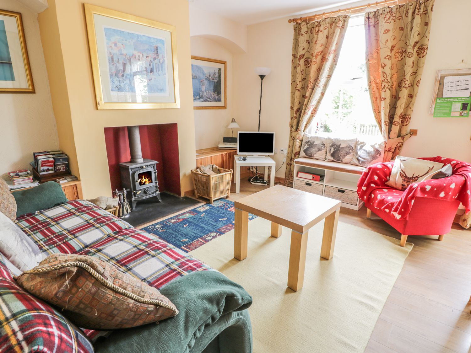 crinan canal cottage kilmartin cairnbaan self catering holiday rh sykescottages co uk