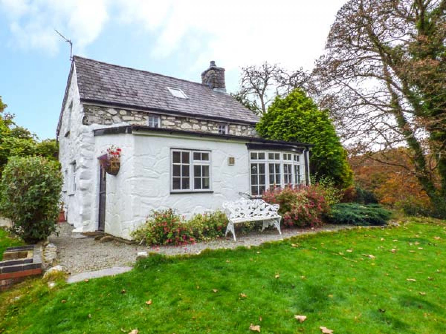 bothy cottage criccieth rhosgyll self catering holiday cottage rh sykescottages co uk
