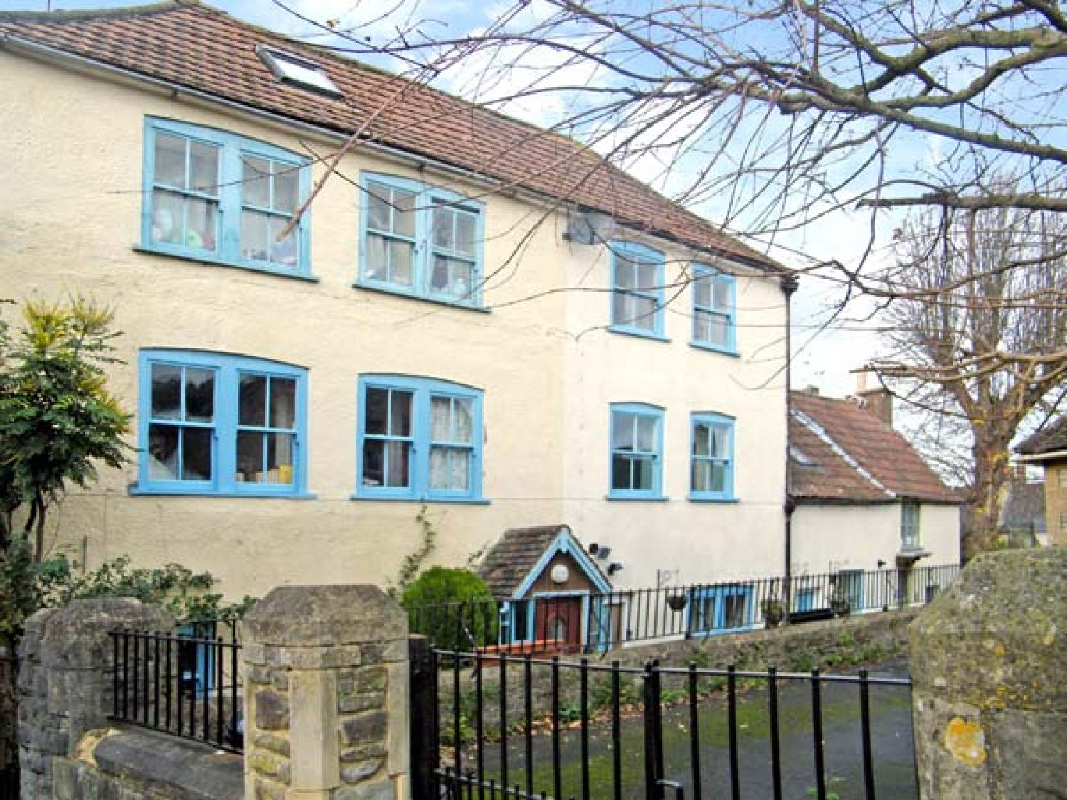 The Bottle House | Wotton-under-edge | Kingswood | Self Catering ...