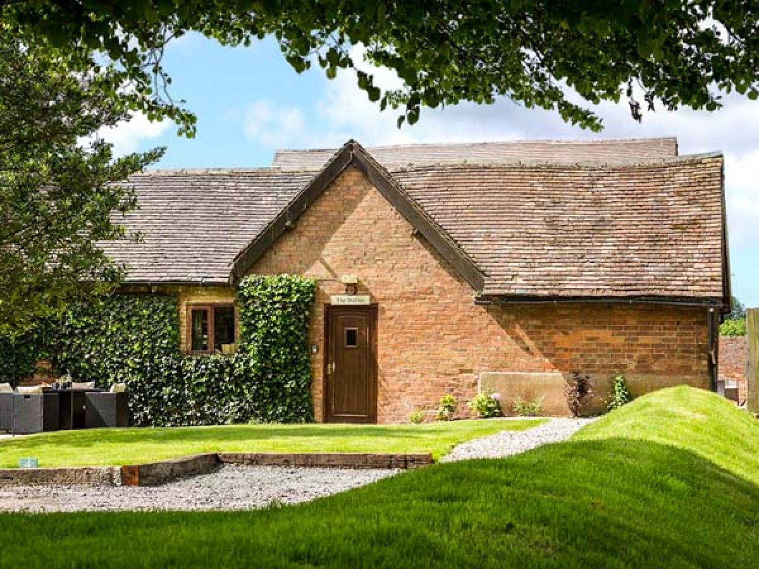 hawling cottages england gloucestershire tubs cotswolds rent holiday hot the in house coach with to