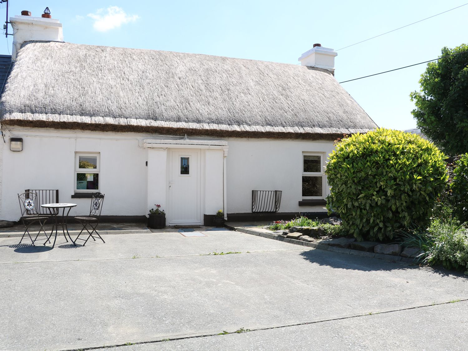 Whispering Willows - The Thatch, Ireland