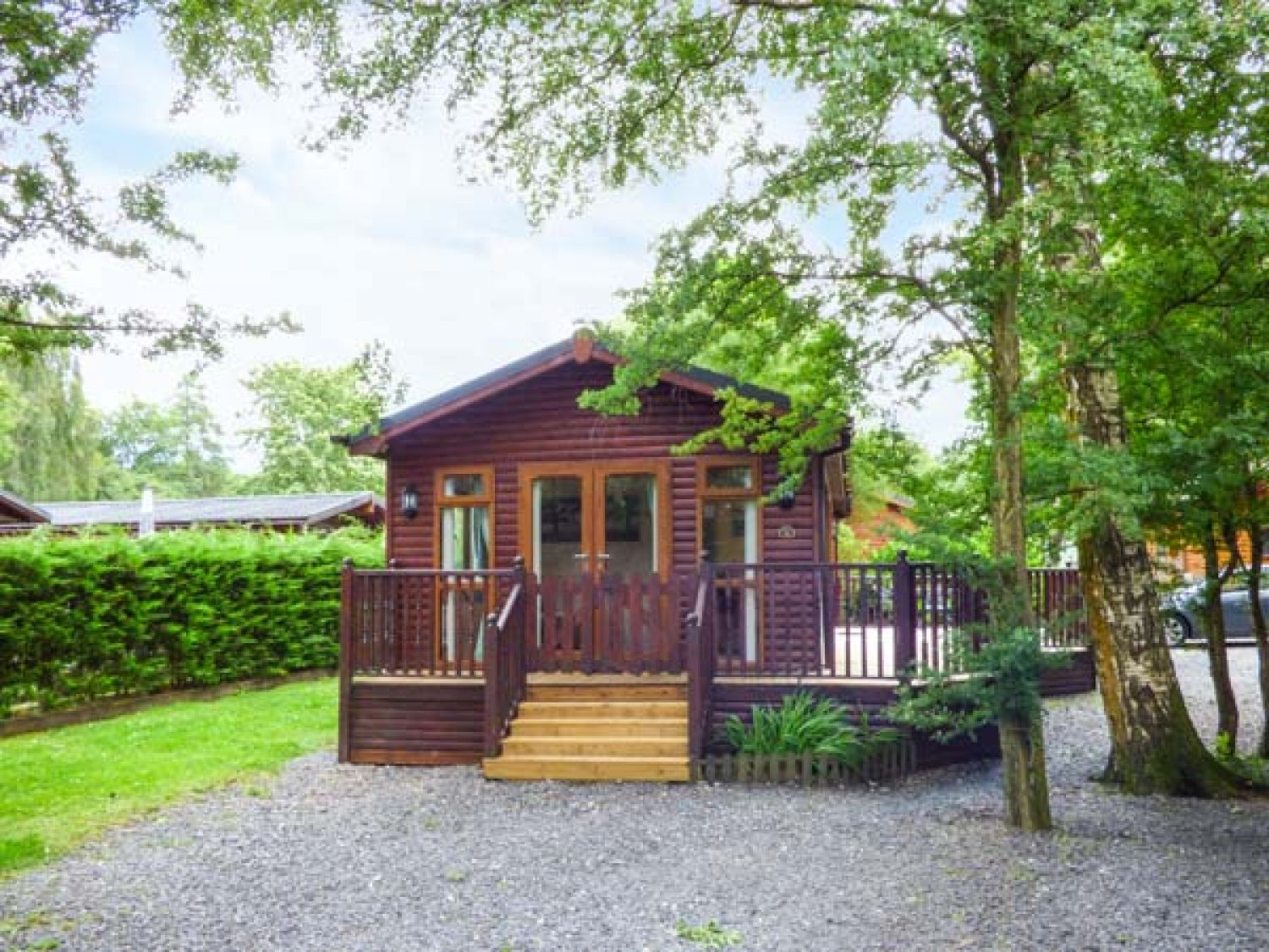 Charlie 39 s lodge white cross bay troutbeck bridge the lake district and cumbria self for Lake district cottages with swimming pool