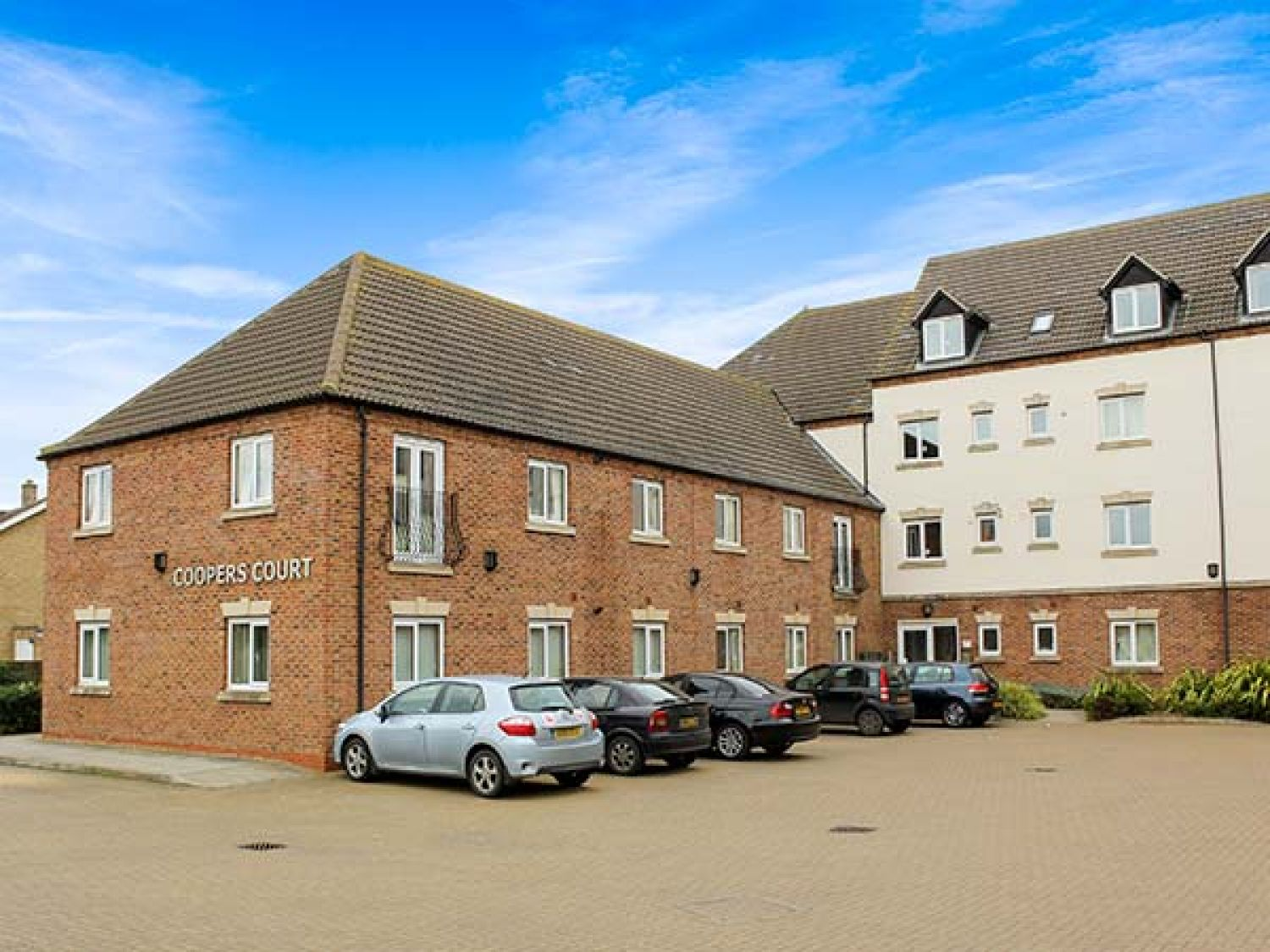 100D Coopers Court photo 1