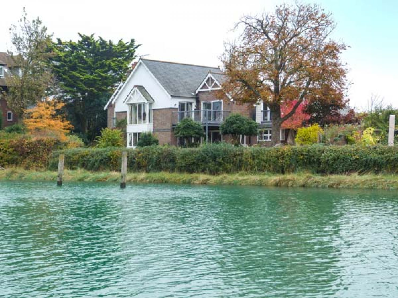 Riverside House photo 1