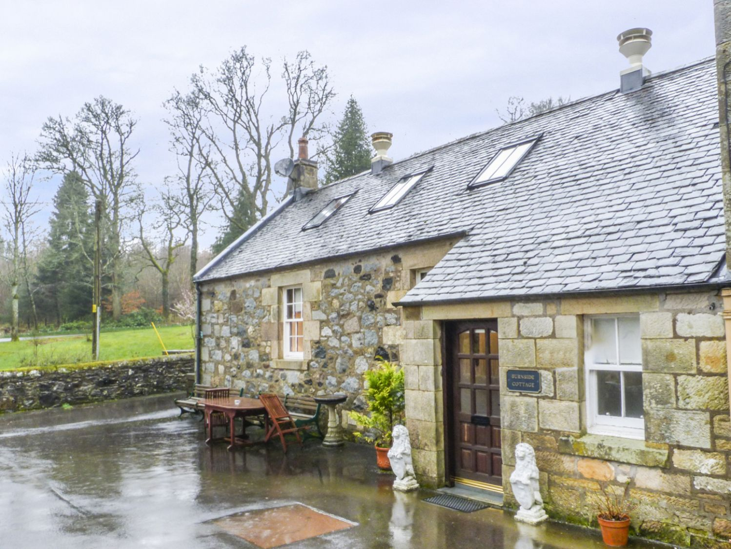 burnside cottage kirkmichael self catering holiday cottage
