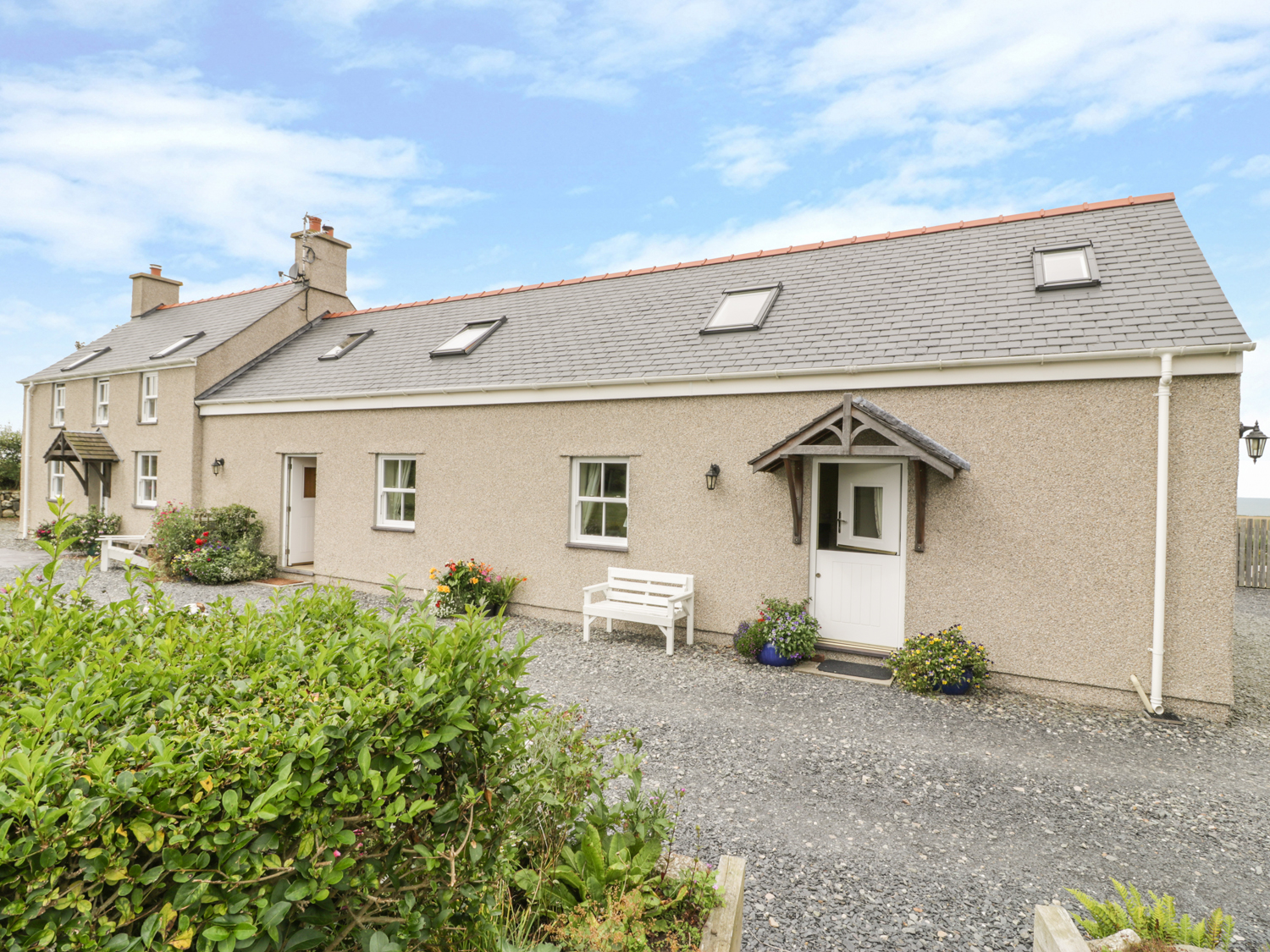 last minute deals holiday cottages wales