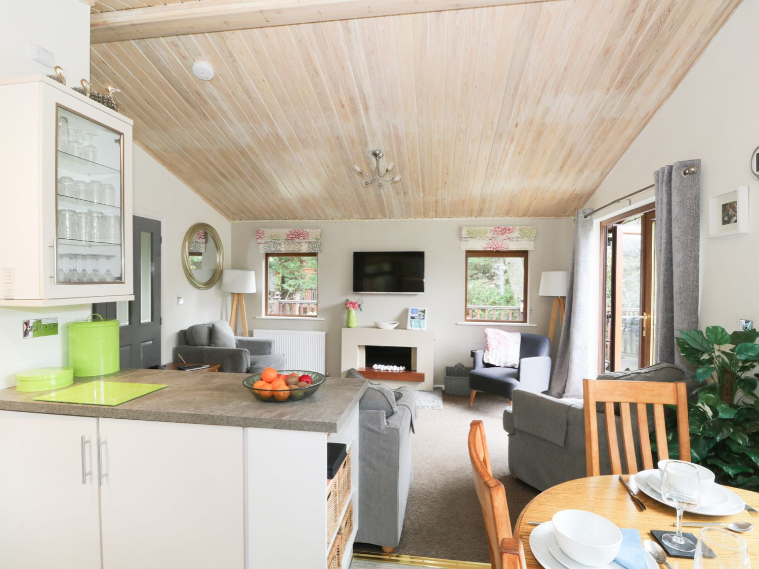 Footprints Lodge | White Cross Bay | Windermere | The Lake District ...