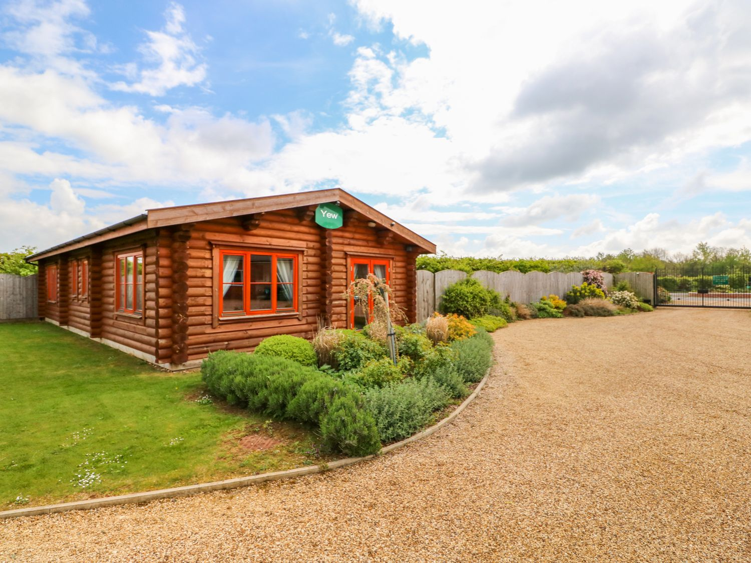 Yew Lodge - Lincolnshire - 972993 - photo 1
