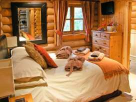 Cedar Log Cabin, Brynallt Country Park - Shropshire - 3623 - thumbnail photo 7