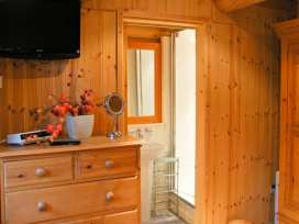 Cedar Log Cabin, Brynallt Country Park - Shropshire - 3623 - thumbnail photo 10