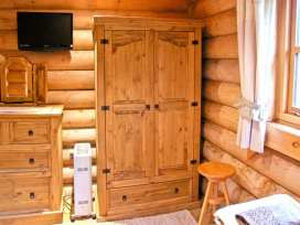 Cedar Log Cabin, Brynallt Country Park - Shropshire - 3623 - thumbnail photo 8