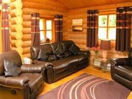 Cedar Log Cabin, Brynallt Country Park - Shropshire - 3623 - thumbnail photo 2