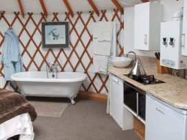 The Lakeside Yurt - Cotswolds - 6017 - thumbnail photo 6