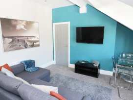 20c Beach Loft - Whitby & North Yorkshire - 903898 - thumbnail photo 3