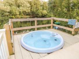 No 4 elm drive tattershall lakes country park tattershall east anglia self catering for Tattershall lakes swimming pool