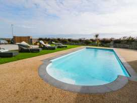 Beach House Apartment - Anglesey - 917769 - thumbnail photo 19