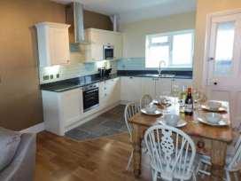 Sea View Apartment - North Wales - 924749 - thumbnail photo 8
