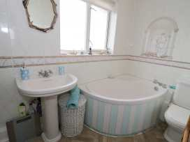 6 Mariners Court - Anglesey - 934989 - thumbnail photo 11