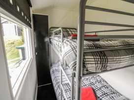 Chalet 95 - Mid Wales - 949009 - thumbnail photo 8