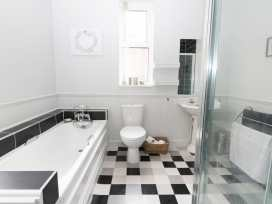 22 Trafalgar Crescent - Whitby & North Yorkshire - 954896 - thumbnail photo 10