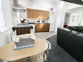 Sunshine Apartment - Whitby & North Yorkshire - 955737 - thumbnail photo 4