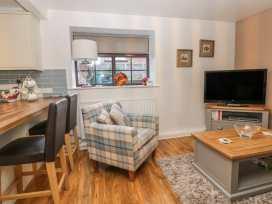 Glebe Hall Apartment - Whitby & North Yorkshire - 969177 - thumbnail photo 3