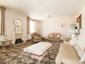 Boyles Town Centre Apartment - Lake District - 972566 - thumbnail photo 4