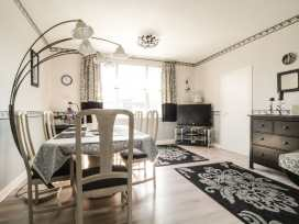 Boyles Town Centre Apartment - Lake District - 972566 - thumbnail photo 5