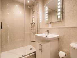 Boyles Town Centre Apartment - Lake District - 972566 - thumbnail photo 18