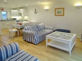 Upper Deck - Cornwall - 976311 - thumbnail photo 3