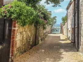 Pinings Yard - Isle of Wight & Hampshire - 977684 - thumbnail photo 3