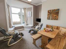 Seaview Apartment - North Wales - 977688 - thumbnail photo 3