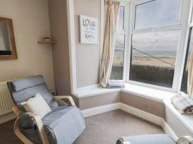 Seaview Apartment - North Wales - 977688 - thumbnail photo 5