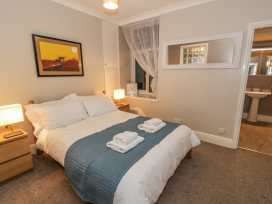 Seaview Apartment - North Wales - 977688 - thumbnail photo 8