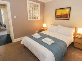 Seaview Apartment - North Wales - 977688 - thumbnail photo 9