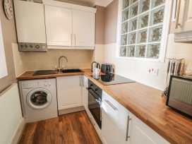 Seaview Apartment - North Wales - 977688 - thumbnail photo 7
